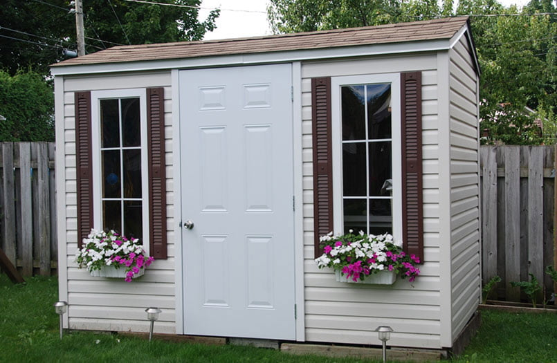 High quality wooden outdoor storage sheds cabanon fortin for Cabanon de jardin